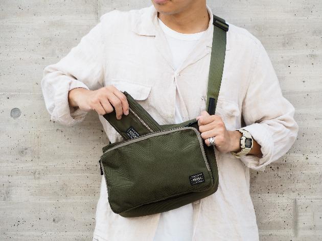 4700def9c5 本日は雑誌<MONOCLE(モノクル)>が<PORTER(ポーター)>へ別注したバッグをご紹介します。